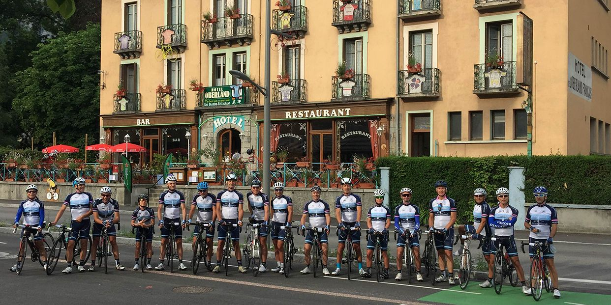 cycling team in front of Oberland Hotel